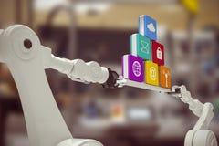 Imagen compuesta de las manos robóticas que llevan a cabo iconos del ordenador contra el fondo blanco Imagen de archivo libre de regalías