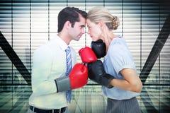 Imagen compuesta de los hombres de negocios que llevan y que encajonan guantes rojos Imagen de archivo