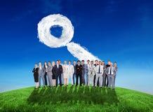 Imagen compuesta de los hombres de negocios que se levantan Imagen de archivo