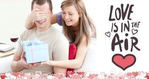 Imagen compuesta de los pares lindos de las tarjetas del día de San Valentín libre illustration