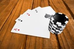 Imagen compuesta de los símbolos del casino del círculo con los naipes Fotografía de archivo libre de regalías