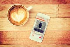 Imagen compuesta de los teléfonos móviles para la venta exhibida en la página web Foto de archivo libre de regalías