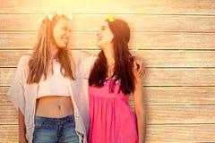 Imagen compuesta de mujeres hermosas con un brazo de la corona de la flor en brazo Fotos de archivo