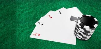 Imagen compuesta de naipes con los símbolos del casino del círculo Imagenes de archivo