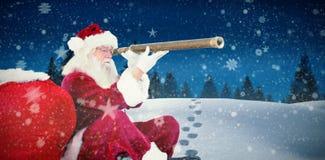 Imagen compuesta de Papá Noel que mira a través del telescopio Imágenes de archivo libres de regalías