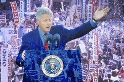 Imagen compuesta de presidente George W Forre el discurso en un podio sobrepuesto sobre el convenio republicano imagen de archivo libre de regalías