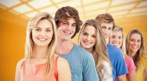Imagen compuesta de un grupo sonriente que se coloca detrás de uno a Fotografía de archivo