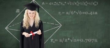 Imagen compuesta del adolescente que celebra la graduación Imagenes de archivo