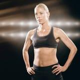 Imagen compuesta del atleta de sexo femenino que se coloca con la mano en cadera Imagen de archivo libre de regalías