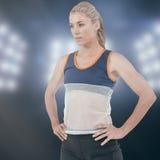 Imagen compuesta del atleta de sexo femenino que se coloca con la mano en cadera Fotografía de archivo libre de regalías