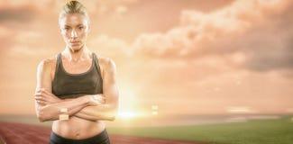 Imagen compuesta del atleta que presenta con los brazos cruzados Foto de archivo