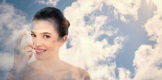 Imagen compuesta del cielo azul brillante con las nubes Imagenes de archivo
