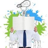 Imagen compuesta del comerciante que lleva a cabo la muestra en blanco delante de su cabeza Imágenes de archivo libres de regalías
