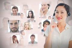 Imagen compuesta del ejecutivo de sexo femenino sonriente hermoso con las auriculares Fotos de archivo