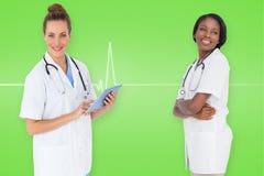 Imagen compuesta del equipo médico femenino sonriente Foto de archivo libre de regalías