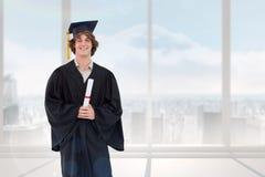 Imagen compuesta del estudiante sonriente en traje graduado Imagenes de archivo