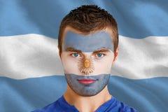 Imagen compuesta del fan joven serio de la Argentina con el facepaint Imagenes de archivo