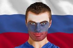 Imagen compuesta del fan joven serio de Rusia con el facepaint Fotografía de archivo