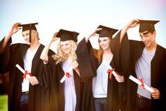 Imagen compuesta del grupo de adolescentes que celebran después de la graduación Imágenes de archivo libres de regalías