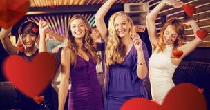 Imagen compuesta del grupo de amigos sonrientes que bailan en sala de baile Imágenes de archivo libres de regalías