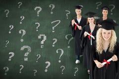 Imagen compuesta del grupo sonriente de adolescentes que celebran después de la graduación Imagen de archivo libre de regalías