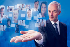 Imagen compuesta del hombre de negocios concentrado con la palma para arriba Foto de archivo