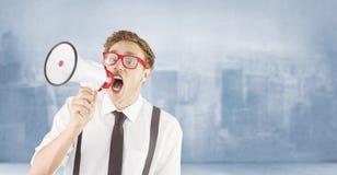 Imagen compuesta del hombre de negocios geeky que grita a través del megáfono Fotos de archivo libres de regalías