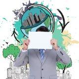 Imagen compuesta del hombre de negocios que lleva a cabo la muestra en blanco delante de su cabeza Foto de archivo