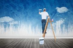 Imagen compuesta del hombre en la pintura de la escalera con el rodillo Imagenes de archivo