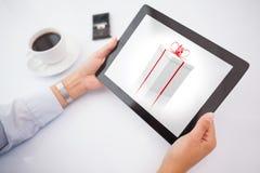Imagen compuesta del hombre que usa la PC de la tableta Imágenes de archivo libres de regalías