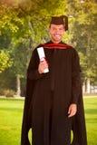 Imagen compuesta del individuo adolescente feliz que celebra la graduación Imagen de archivo