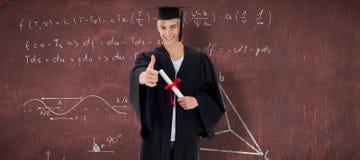 Imagen compuesta del individuo adolescente feliz que celebra la graduación Foto de archivo