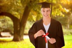 Imagen compuesta del individuo adolescente que celebra la graduación Imagen de archivo