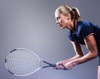 Imagen compuesta del jugador de tenis que juega a tenis con una estafa Fotos de archivo libres de regalías