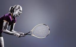 Imagen compuesta del jugador de tenis que juega a tenis con una estafa Imagen de archivo