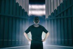 Imagen compuesta del jugador devuelto del rugbi con las manos en las caderas 3d Imagen de archivo
