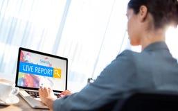 Imagen compuesta del logotipo de una barra de la búsqueda en la cual se escribe el informe vivo Foto de archivo libre de regalías
