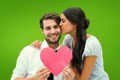 Imagen compuesta del novio de donante moreno bonito un beso y su corazón Imagen de archivo libre de regalías