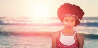 Imagen compuesta del retrato de la mujer del hippie con la venda Foto de archivo