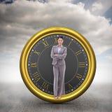 Imagen compuesta del retrato de una empresaria morena con los brazos cruzados Fotos de archivo libres de regalías