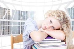 Imagen compuesta del teeenager cansado que duerme en una biblioteca Imágenes de archivo libres de regalías