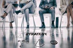 Imagen compuesta del texto de la estrategia con los diversos iconos del web Fotos de archivo