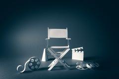 Imagen con textura del vintage de una silla del director y de los artículos de la película Imagen de archivo libre de regalías
