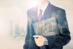 Imagen conceptual de la exposición doble del hombre de negocios urbano Imagen de archivo