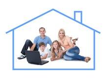 Imagen conceptual de la familia en casa Fotografía de archivo libre de regalías