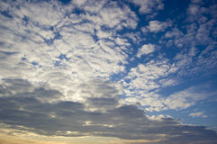 Imagen conceptual de la nube y de los skyes. Fotos de archivo libres de regalías