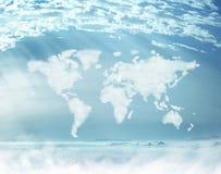 Imagen conceptual de nubes densas en la forma mundial Imagen de archivo