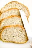 Imagen conceptual del pan y del cuchillo. Imagen de archivo