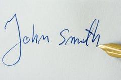 Imagen conceptual que contiene una firma hecha con una pluma Imagen de archivo libre de regalías