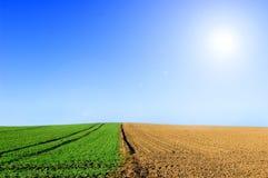 Imagen conceptual verde y arada del campo. Imagen de archivo libre de regalías